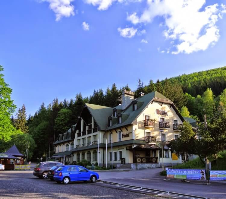 Hotel-Raztoka_Venkovni-pohled_001