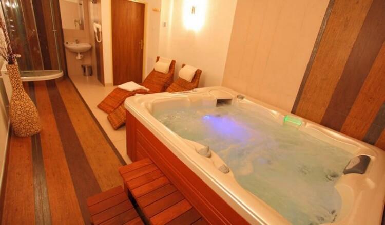 Wellness hotelu Ráztoka - vířivka